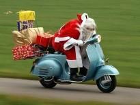 pere noel en scooter