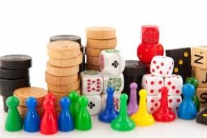 arcachon7088415-tous-les-attributs-a-jouer-des-jeux-de-societe-isoles-sur-blanc
