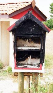 lanton incendie cabane a livres