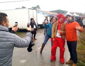 cabanes en fete homme en rouge