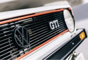 golf gti verges gros plan sigle VW