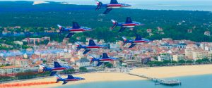 patrouille de france plan large survol plage arcachon