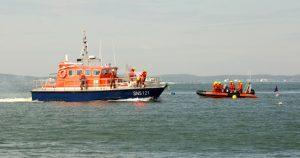snsm ares et arcachon 2 bareaux salon nautique exercice helitreuillage