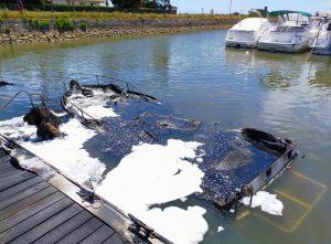 incendie port taussat bateau coule