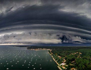 Gros orage sur le Bassin hier soir. Grêlons, coup de vent et de beaux éclairs capturés par les chasseurs d'images… 17/06/21...